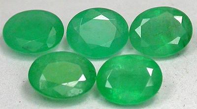 Edelstein Smaragd Grün, oval